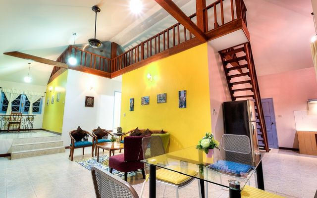 Nai harn lovely 2 bedrooms house close to Nai harn beach