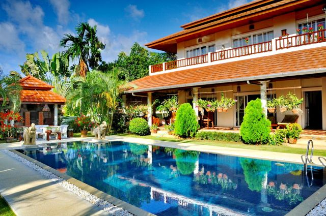 Rawai Beautiful villa 4 bedroom with a massive garden
