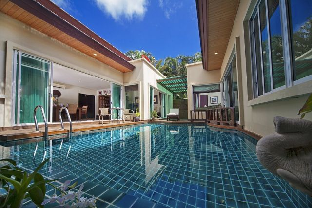 Karon 2 Bedrooms with 3 Bathrooms and lovely garden