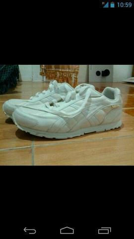 รองเท้า HARA สีขาวราคาถูก