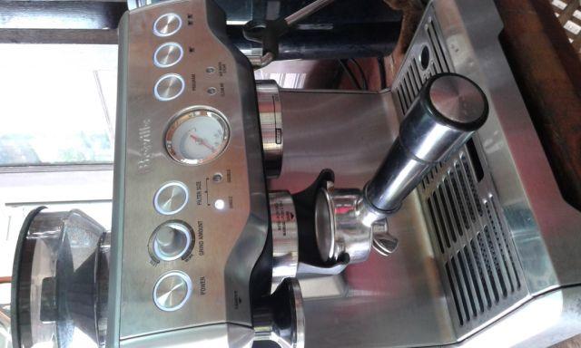 เครื่องชงกาแฟ Breville มีเครื่องบดในตัว