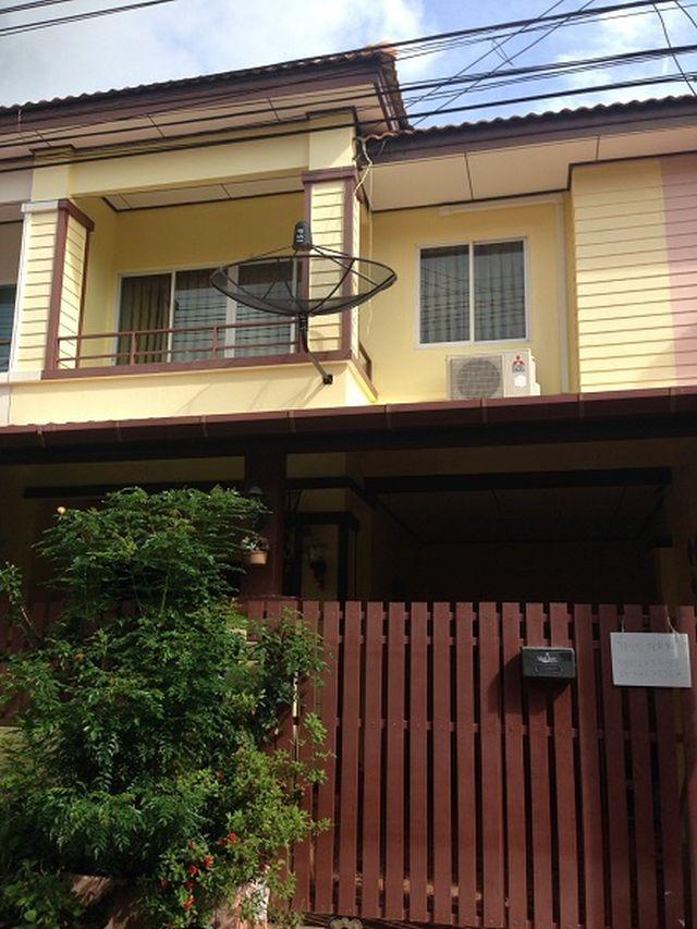 6A110183 ให้เช่าบ้านแฝด 2 ชั้น ใกล้แม็คโคร