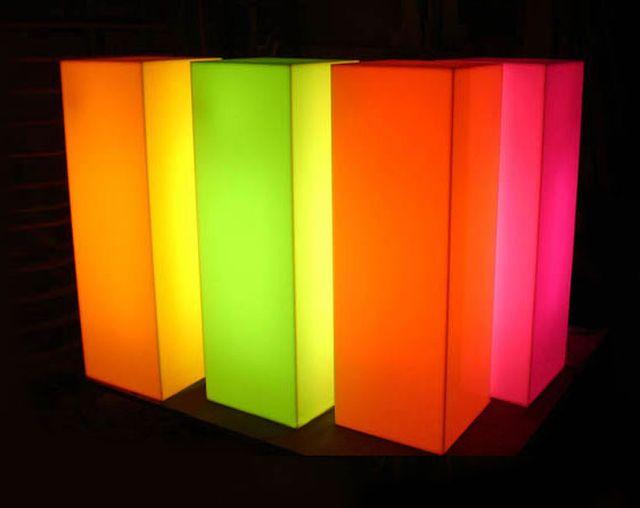 เสาโชว์สินค้า โต๊ะวางของ LED โต๊ะค๊อกเทล โต๊ะวางถ้วยรางวัล กล่องโชว์สินค้า