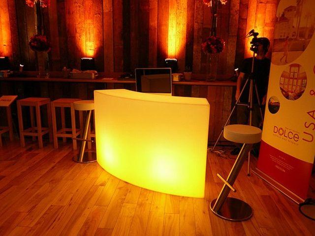 บาร์น้ำ บาร์ค๊อกเทล โต๊ะค๊อกเทลให้เช่า เก้าอี้สตูล LED