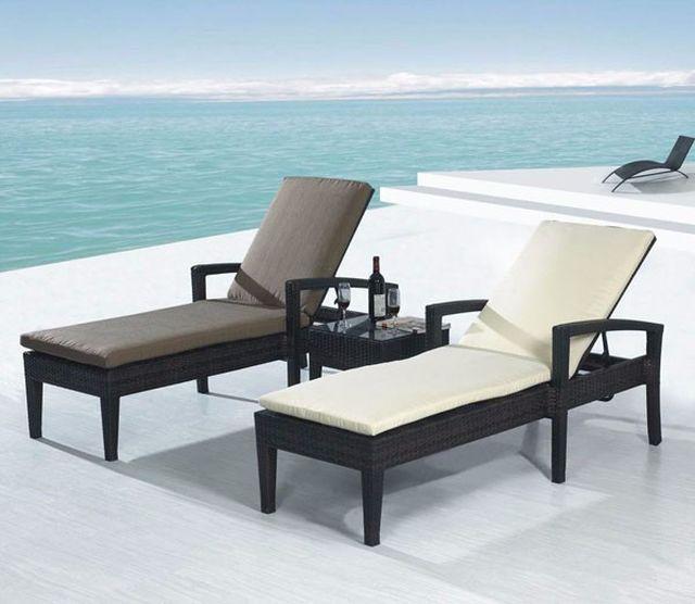 ขาย Sun bed เตียงสระว่ายน้ำหวายเทียมสีน้ำตาล 2 ตัว