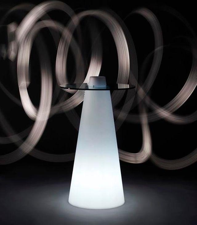 เช่าโต๊ะบาร์ โต๊ะค๊อกเทลเรืองแสง ลูกบอลLED เก้าอี้สตูลเรืองแสง จัดปาร์ตี้