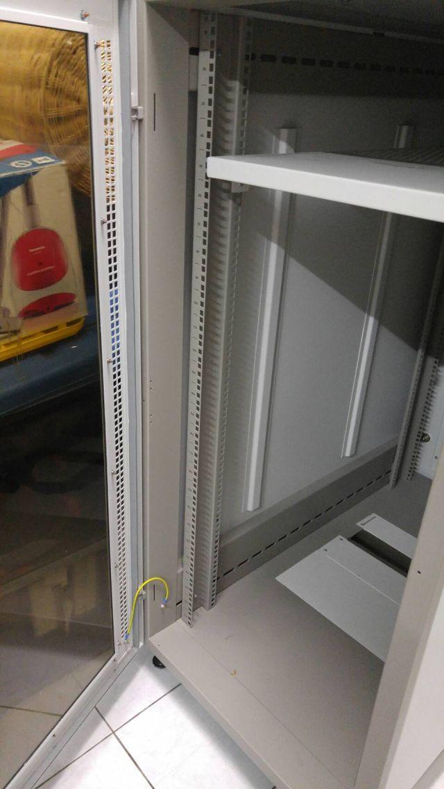 ตู้ Rack 19 Inch  Germany Export Rack 27U สภาพใหม่ (CR6127)