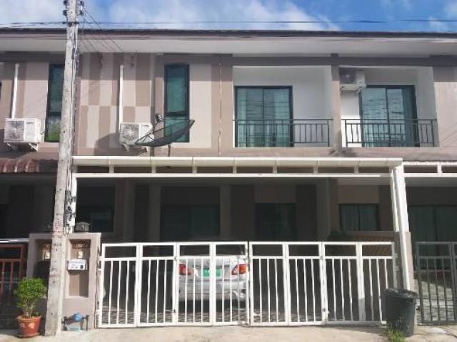 ทาวน์เฮ้าส์ 2 ชั้นให้เช่า 3 ห้องนอน 2 ห้องน้ำ 1 ห้องครัว 2 ที่จอดรถ 1 ห้องทำงาน