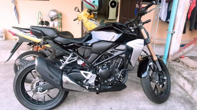 CB 300 สีดำ